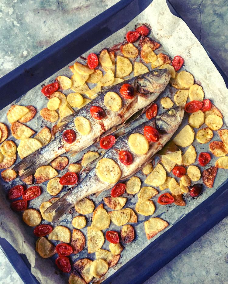 Ricetta Orata Al Forno Patate E Pomodorini.Branzino Al Forno Con Patate E Pomodorini Silvia Rosmarino